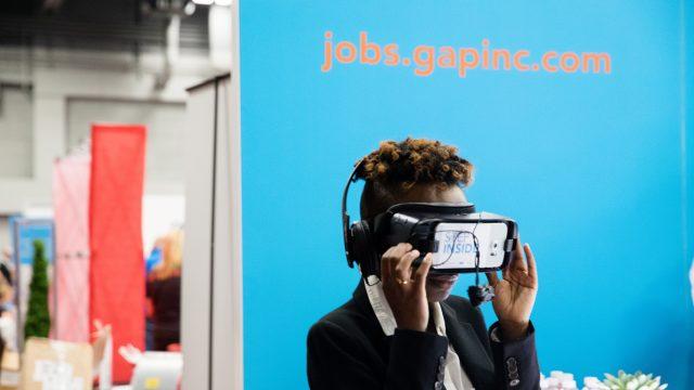 A woman experiences VR at the SXSW Job Market 2017.