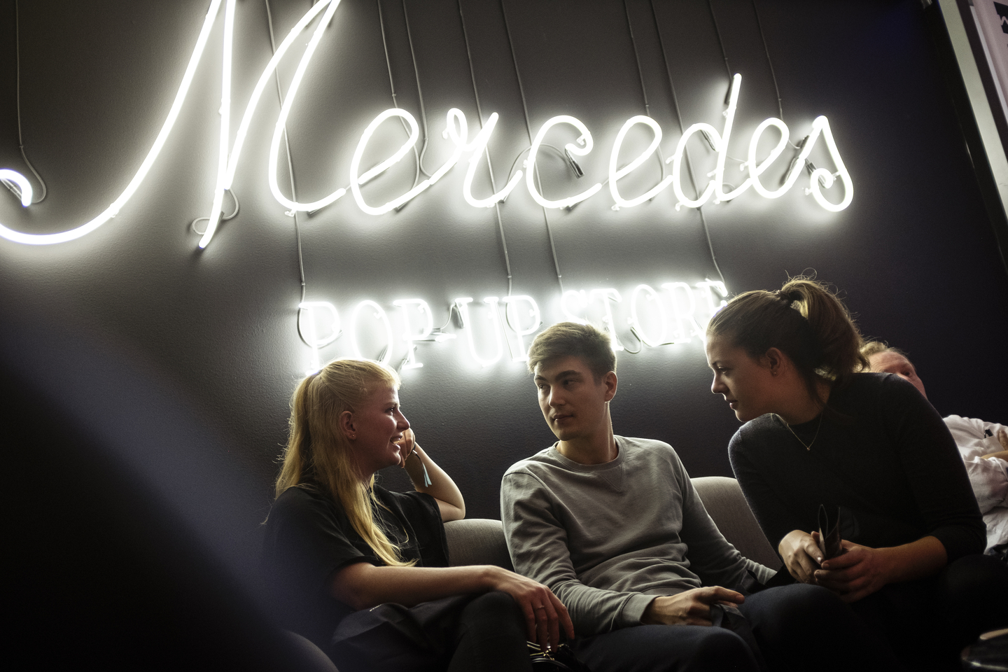 Visitors enjoyed the Mercedes-Benz pop-up store. Photo by Teymur Madjderey/Daimler AG