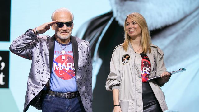 Buzz Aldrin at the me Convention with moderator Sarah Cruddas. Copyright Daimler AG
