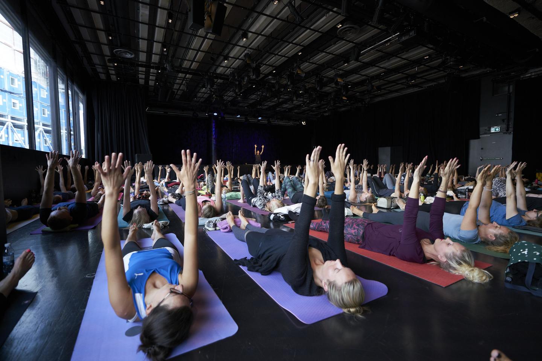 Community yoga class with internationally renowned instructor Adriene Mishler. Photo by Richard Pflaume/Daimler AG