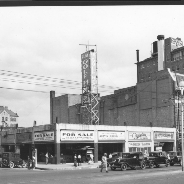 The renamed Paramount Theatre with the blade in the early '30s